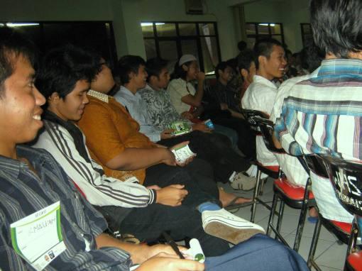 4. kecerian peserta di tengah2 acara