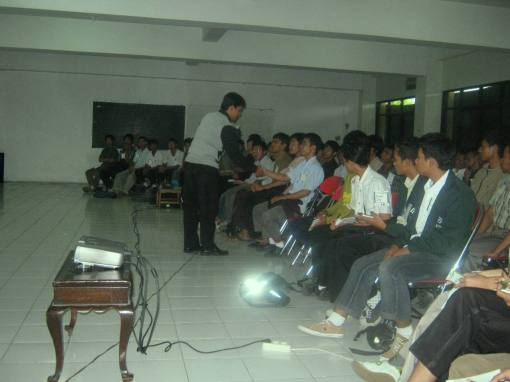 6. master hidayat berinteraksi dengan peserta