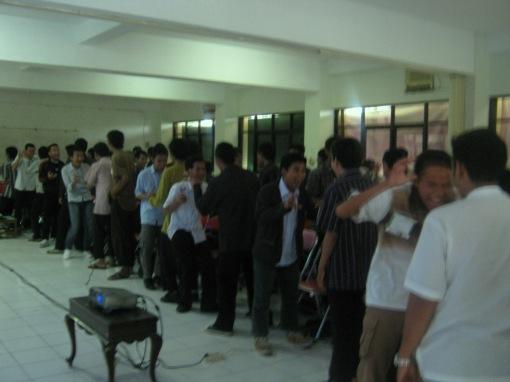 9. game 'samson delilah' yang diikuti semua peserta